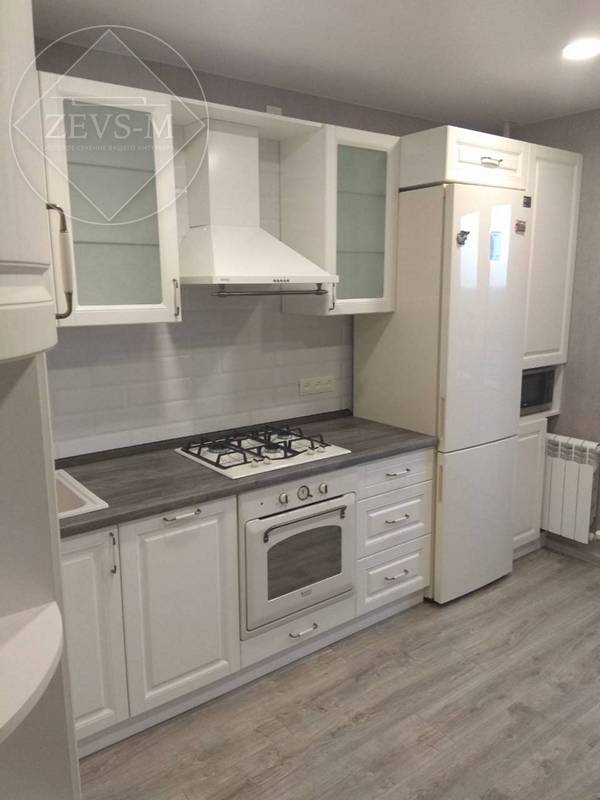 Белая кухня в классическом стиле на заказ в Архангельске