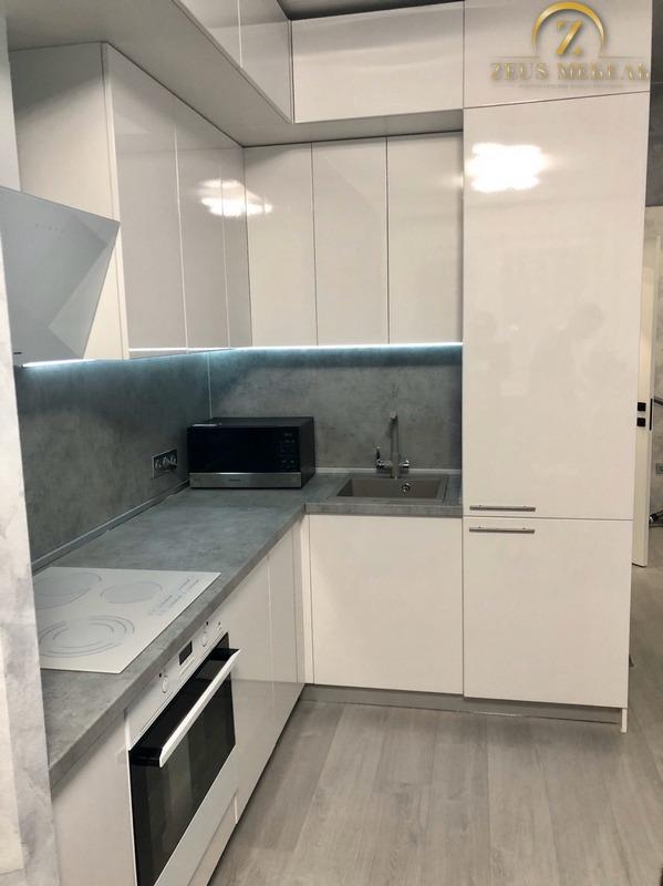 Белая глянцевая кухня на заказ в Архангельске