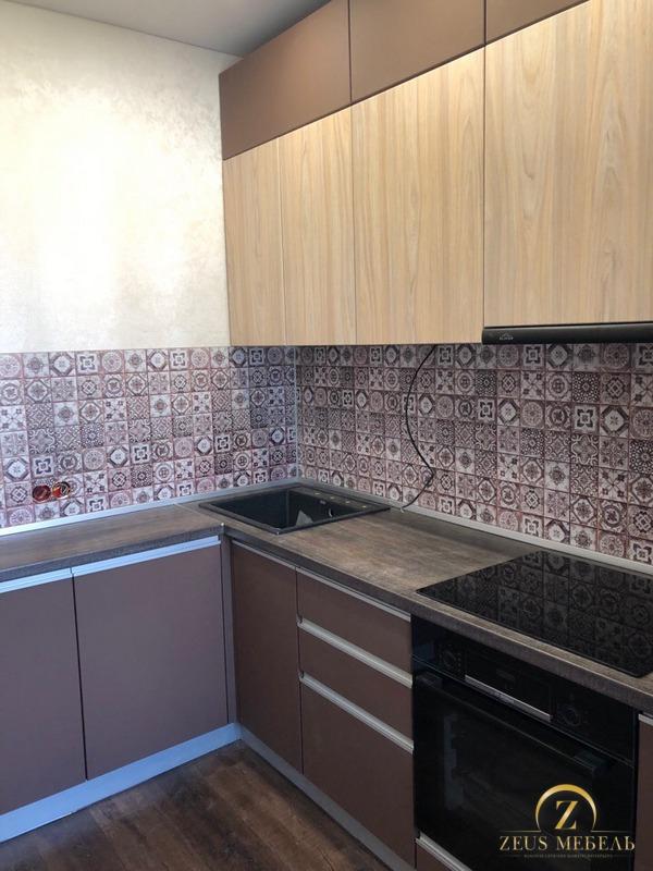 Кухня на заказ в Архангельске в шоколадных тонах