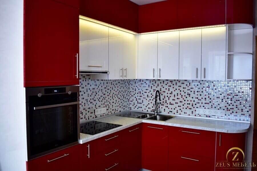 Кухня с красными фасадами на заказ в Архангельске