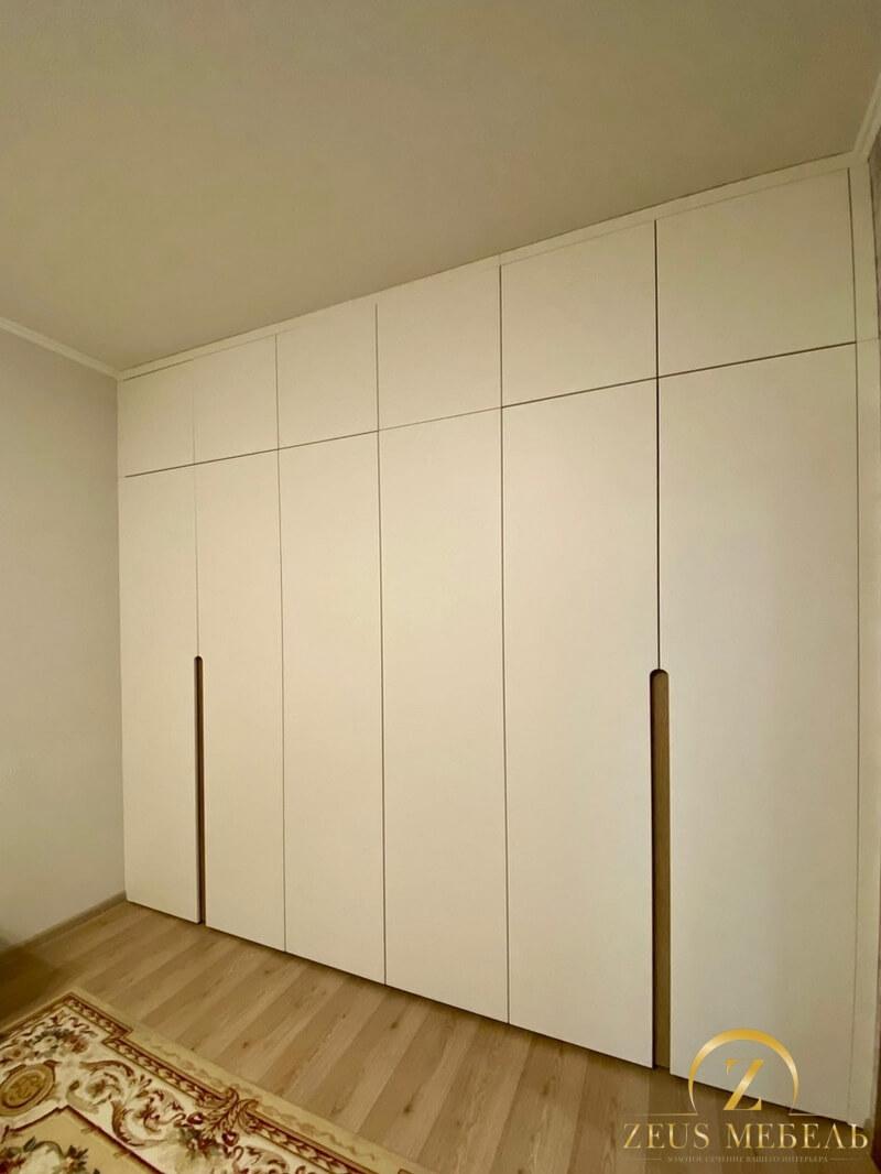 Распашной шкаф в гостиную г. Архангельск, пр.Бадигина,19