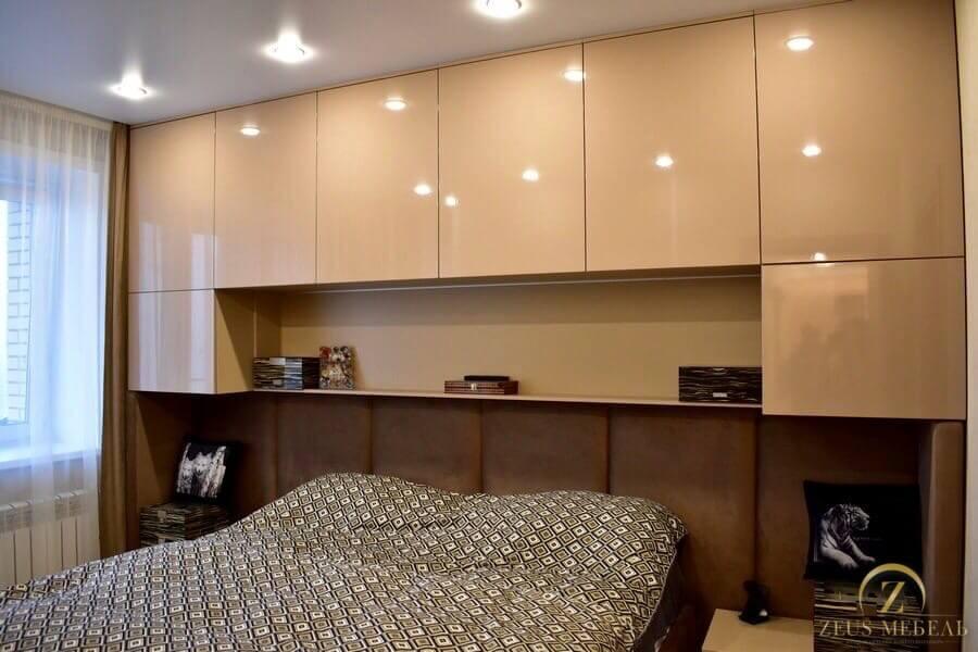Белая глянцевая мебель в спальню на заказ в Архангельске